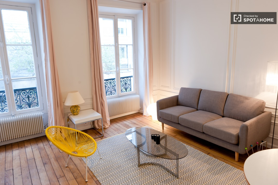 Quiet 1 Bedroom Apartment Near The Eiffel Tower