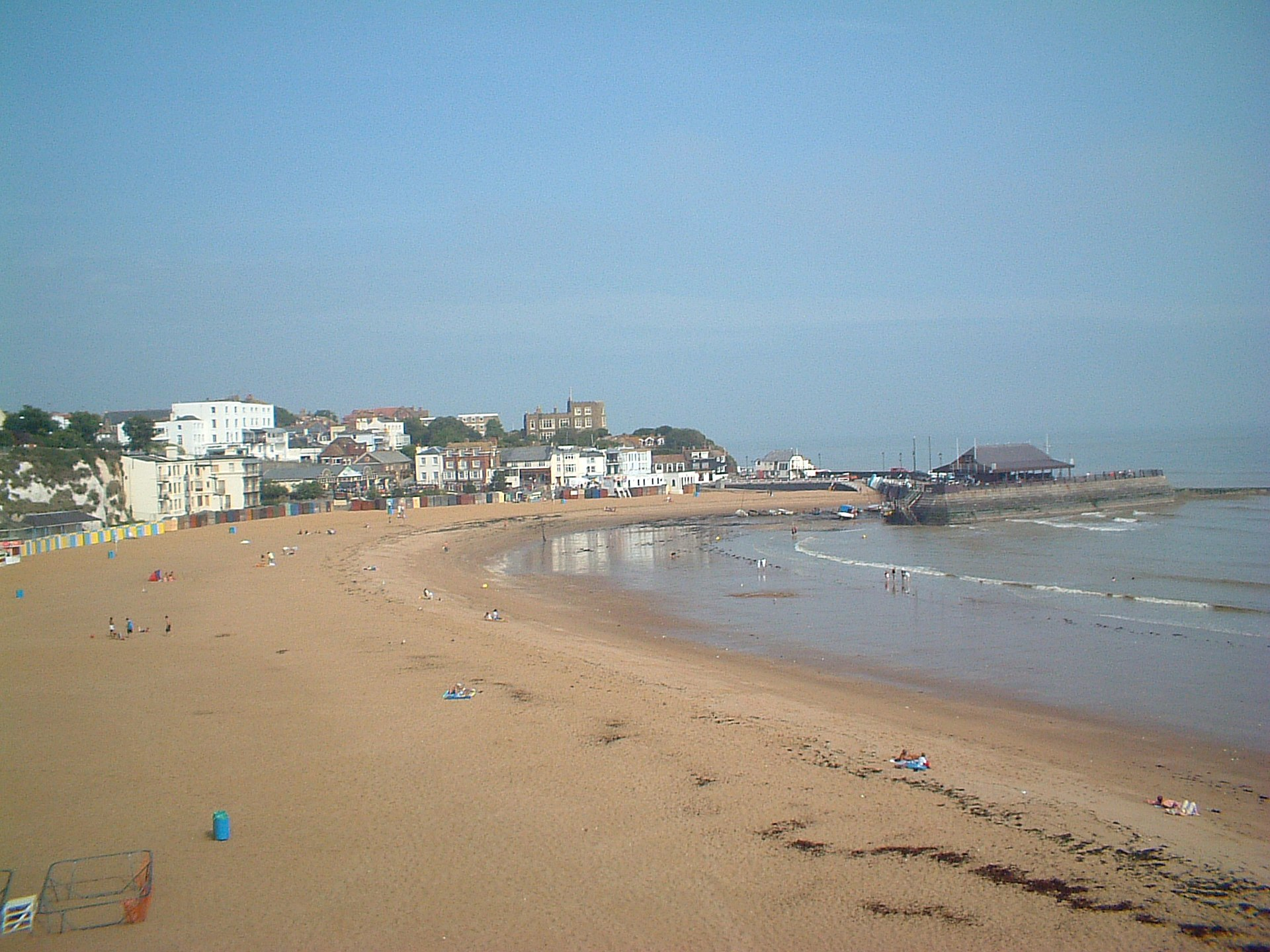 1920px-Broadstairs_Viking_Bay