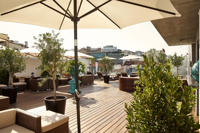 deck_7_bar_and_rooftop_lounge_at_porto_bay_liberdade_hotel_conde_nast_traveller_17may16_pr_1_1440x960_jpg_7208_north_640x427_transparent